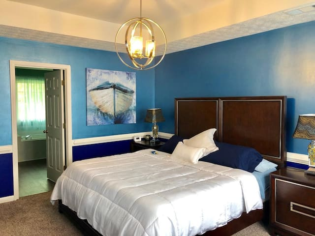 """Stylish """"Ocean"""" Master Suite, right off of I85!!"""