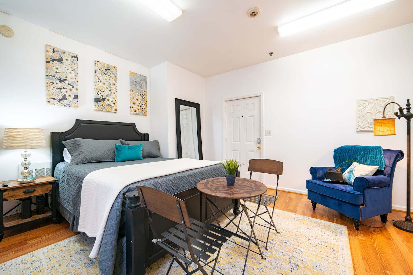 Bright and Welcoming. Come Stay with us while you explore Chapel Hill, Carrboro, Durham, Pittsboro and Raleigh.