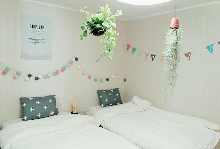 Lovely n Cozy Private Room, 2 Beds, Best Location - Sinseogwi-ro, Seogwipo-si - Apartmen
