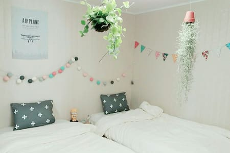 Twin Bed Private Room, Best Location, Cozy&Lovely - Sinseogwi-ro, Seogwipo-si