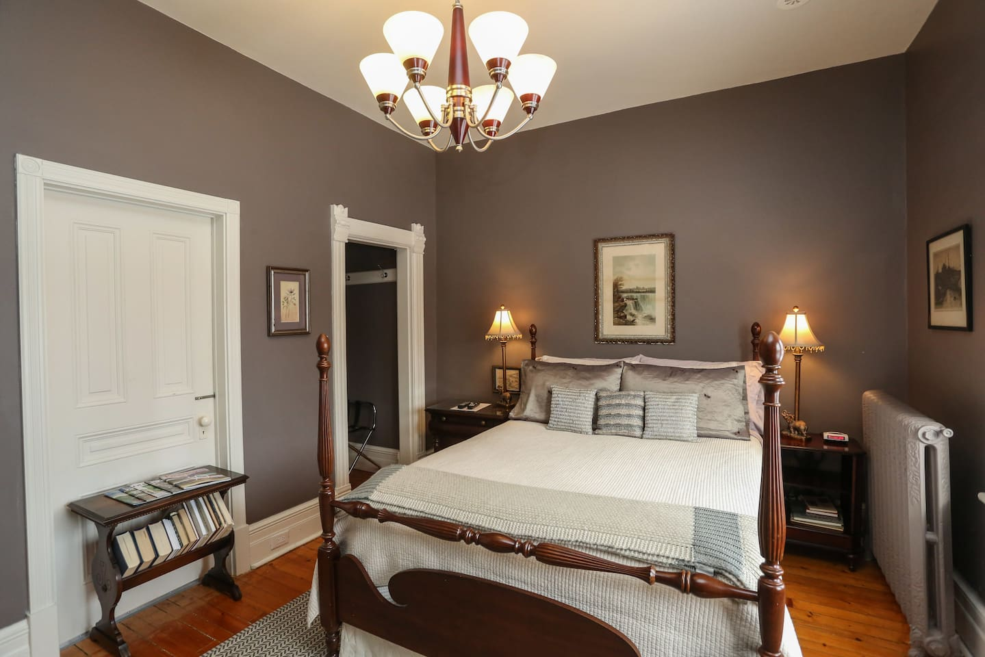 Jane's 1 Room. Queen bed with memory foam mattress and luxury linens. Bathroom shared with Jane's 2 Room.
