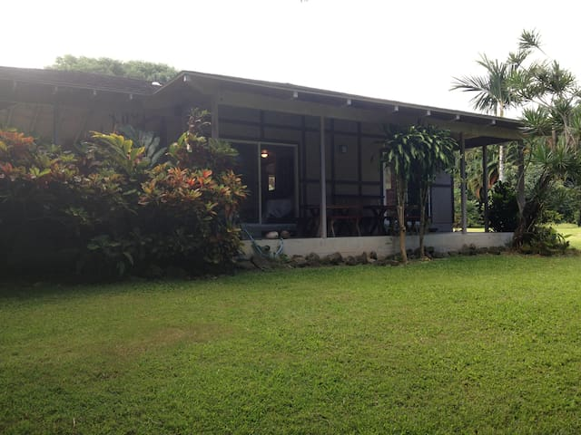 Quiet, romantic, cozy home in Heavenly Hana. Aloha