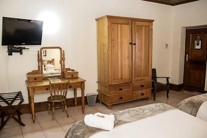 Deluxe 4 Sleeper Room (2 Double Beds) photo 10
