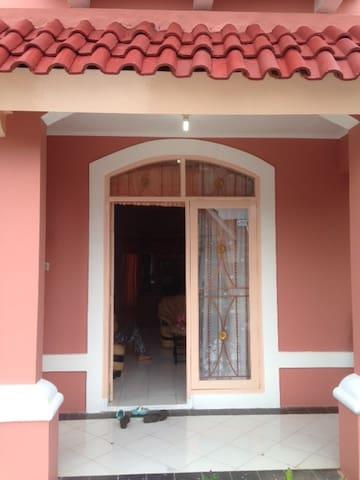 Pintu Depan