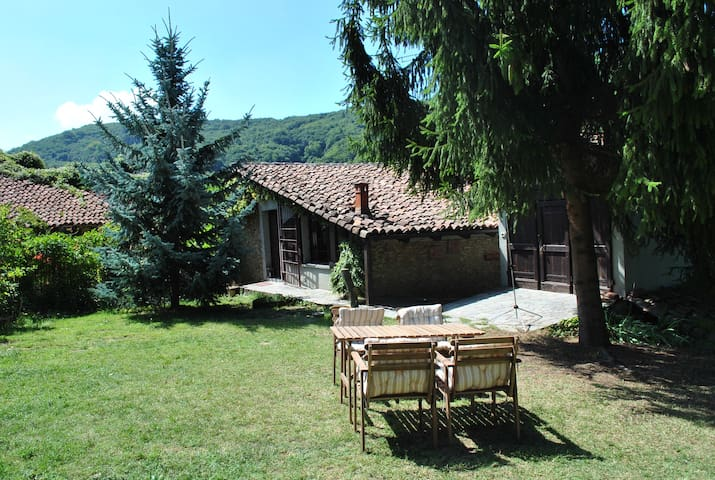 Shangrila, typical Langhe country house - Mango - Casa
