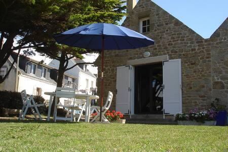 Maison Bretonne typique, située face à la mer - Gâvres - Haus