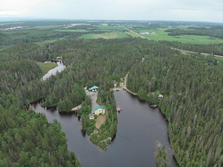 Bord du lac Ambroise saint Ambroise Saguenay