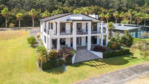Augusta Grand Pauanui, a Golfers Dream House
