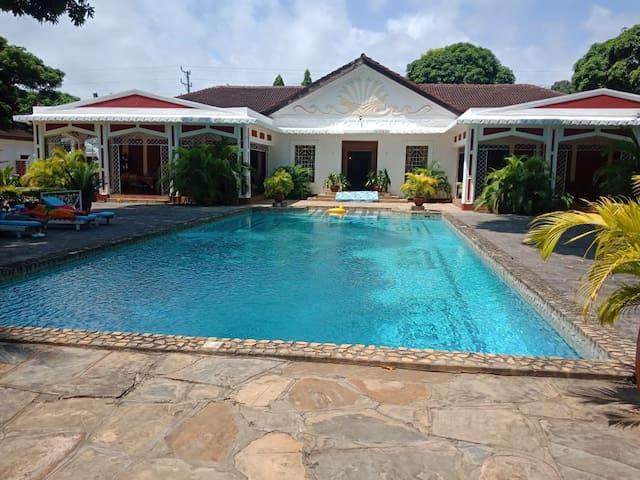 Luxurious Villa with Pool. Perfect Coast Getaway