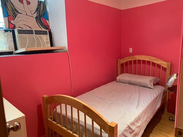 Bedroom 2 (single bed)