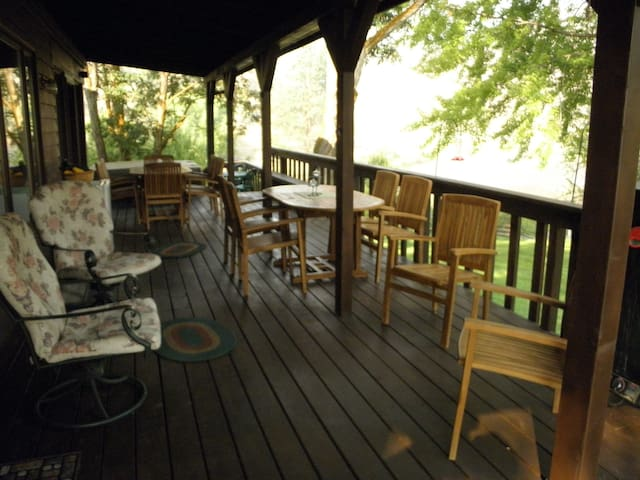Deck with river view for dinning or sundowners.