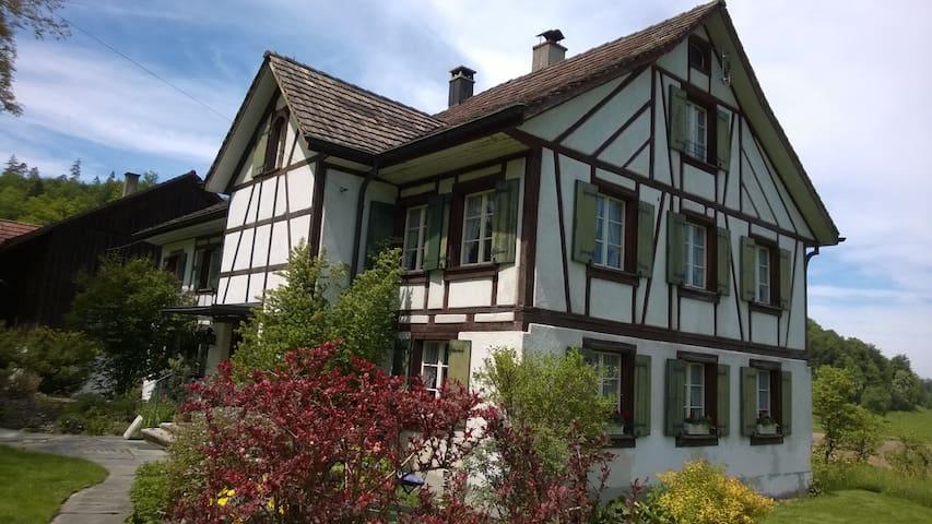 Doppel- u. Einzelzimmer - Wohnen im alten Landhaus - Elgg - Rumah