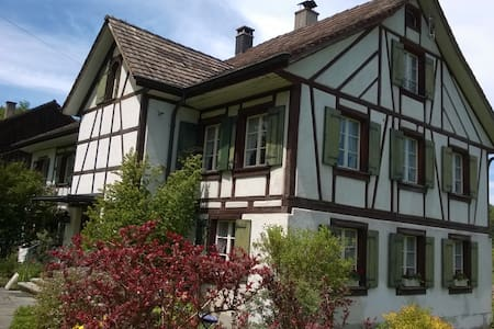 Doppel- u. Einzelzimmer - Wohnen im alten Landhaus - Elgg - 一軒家