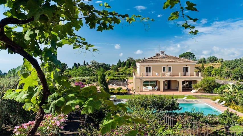 Villa Mareneve luxury & elegant with private pool