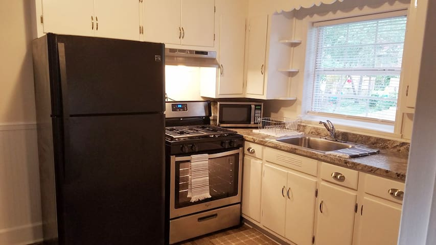 Adorable Two Bedroom Close to the Medical District