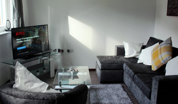 Modern 2 bed 2 bath apartment. NEC / City Centre