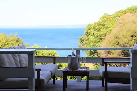 Idyllic and Peaceful Bach. Steps from Lake Taupo