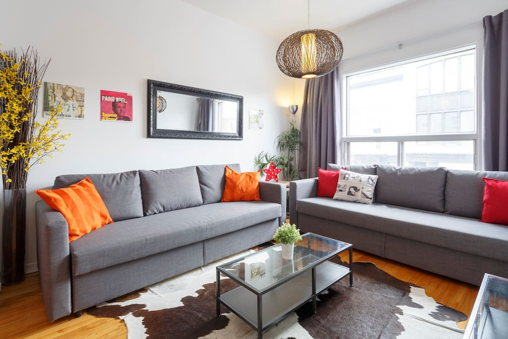 Luminous and cozy living room, HD TV with Free Netflix and cable
