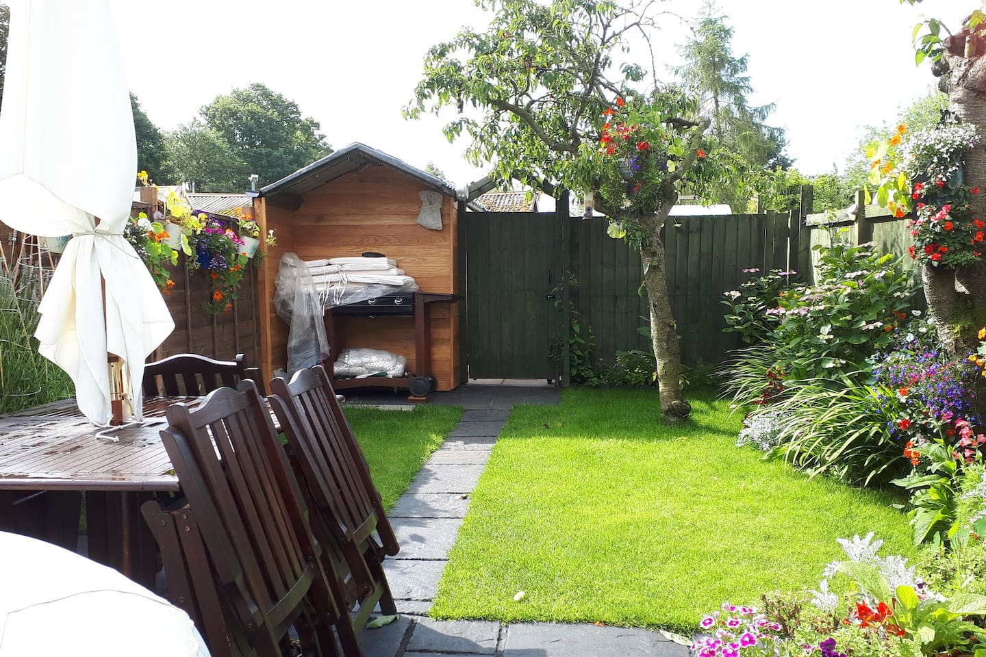 Private south facing garden with hot tub, barbecue and outside dinning.