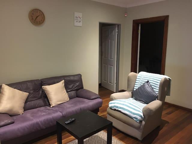 Gwivemos Apartment 2 @11a Virginia
