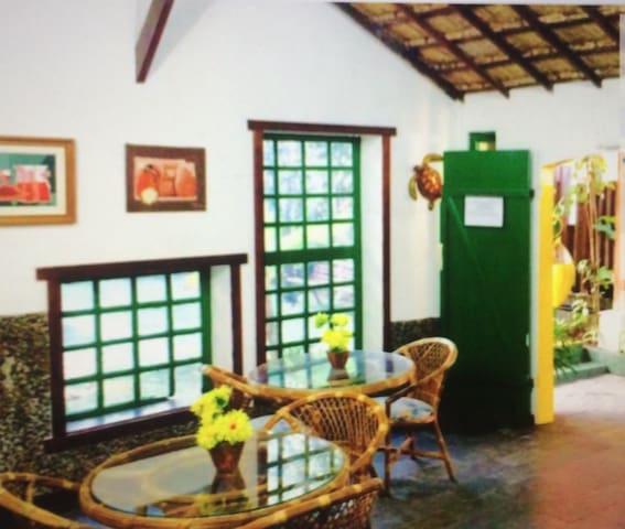 Charmosa Pousada com estilo colonial - Lauro de Freitas - ที่พักพร้อมอาหารเช้า