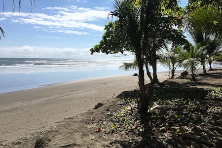 House in walking distance to Jaco and beach - Jacó