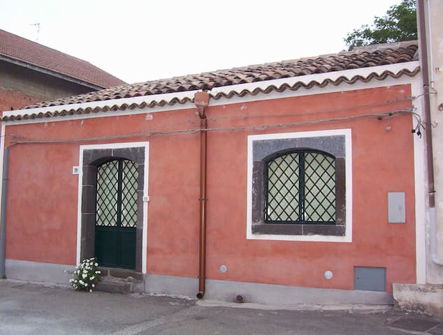 Dimora tipica tra l'Etne ed il mare - Puntalazzo - House