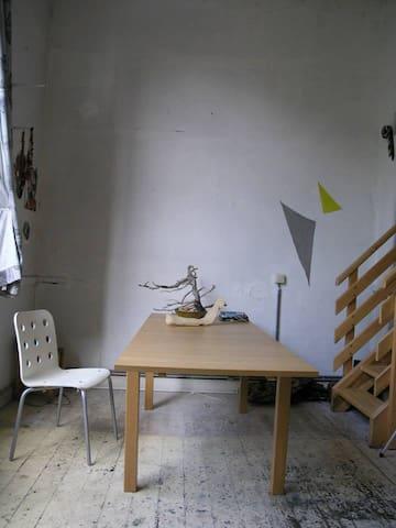 Rustic & Romantic painting studio from 1897 - 브뤼셀 - 아파트