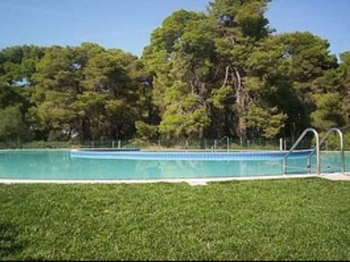 Villa B122 tra mare, sport, verde e piscina.