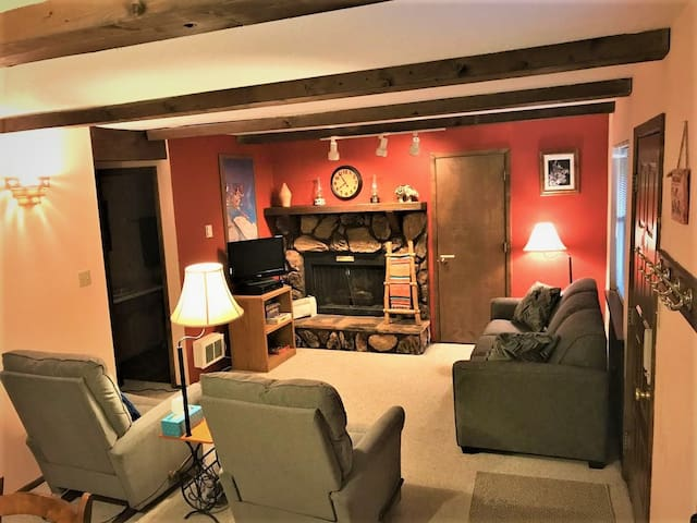 Whispering Pines Condo - The Mountain is Open!