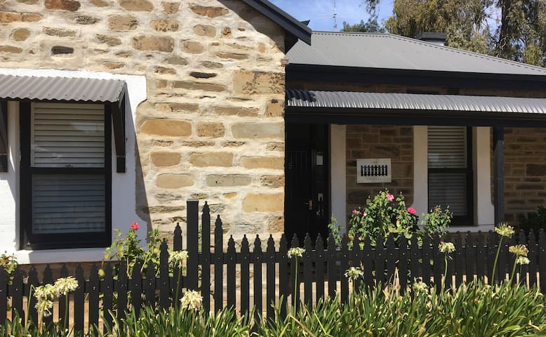 The Picket Cottage, Clare Valley