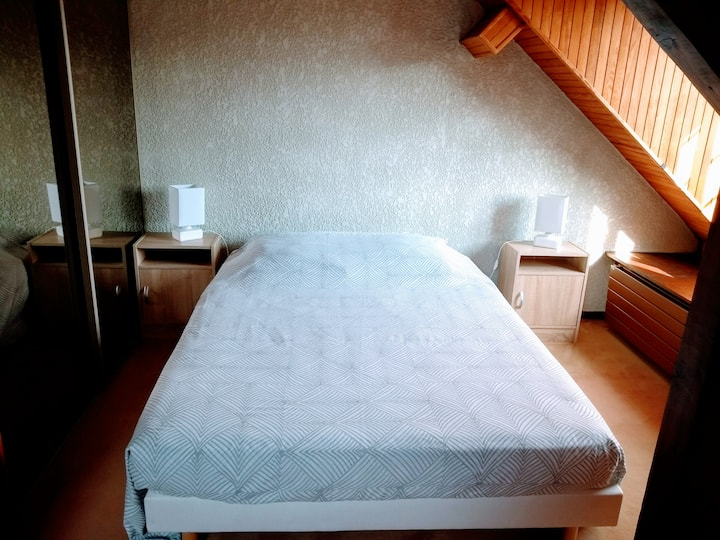 Room in nice house with breakfast, amenities.