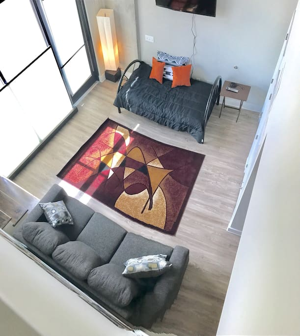 Queen sleeper sofa and twin bed!!! Comfy!! Sleeps 3 downstairs very comfortably!