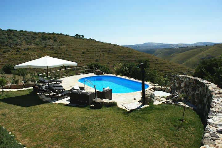 Landhaus mit 2 Appartements im Olivenberg