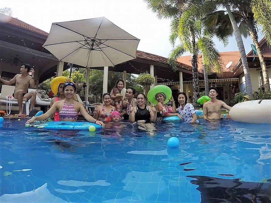 Party swimming in the Pool