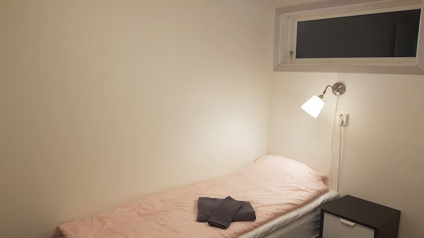 Bedroom 2 (bed 1).