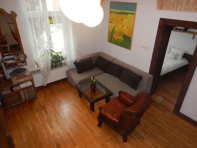 Klimatyczny apartament z antresolą - Torun - Apartamento