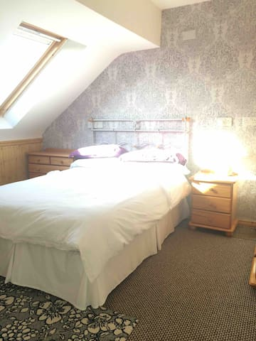 Spacious private double room (great views)