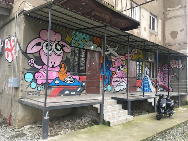 Art-inspired, modern apt near Kutaisi Airport
