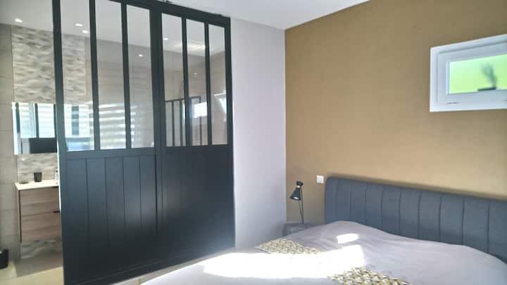Chambre contemporaine, proximité St Florent 2B