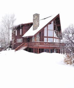 Private MountainSide Cabin w/HotTub - Oak Creek