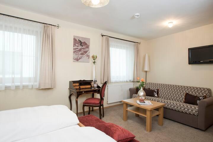 Zimmer Annex, Halbpension + ****Hotelservice für 2