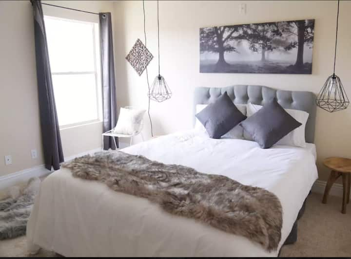 Modern & Welcoming near Fremont Experience DTLV