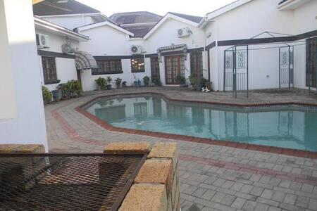 The White Palace Suites - Serowe - Inap sarapan