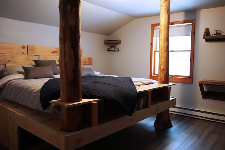High Peaks Room @LlamaHouseADK