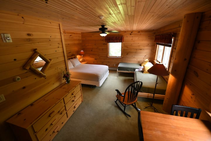 Hostel of Maine. Private Room & Bath for 3-4