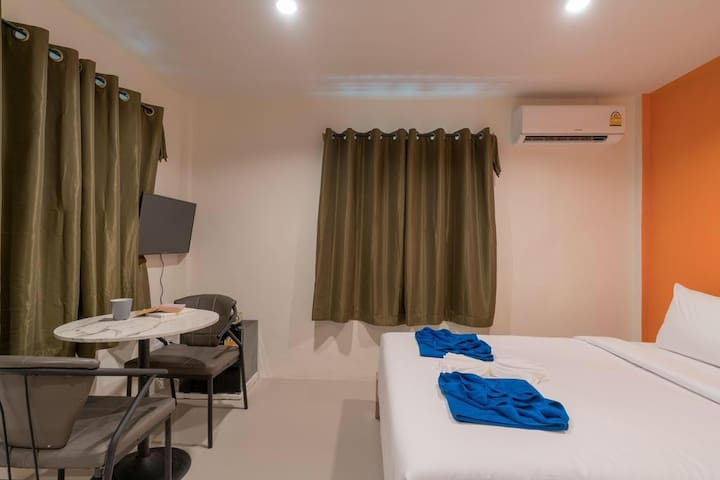 #206 Standard Queen Room, S/L term stay in Patong