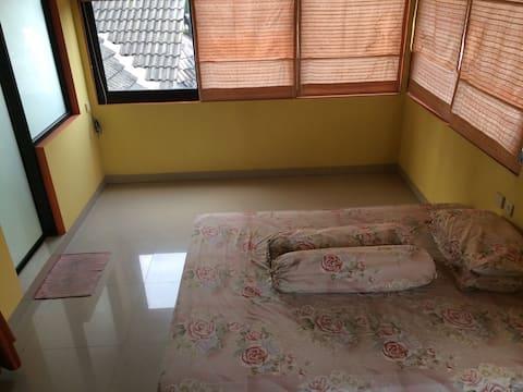 A spatial room in Puncak