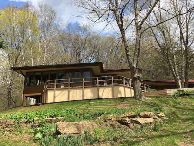 Hillside cabin near Taliesin and APT