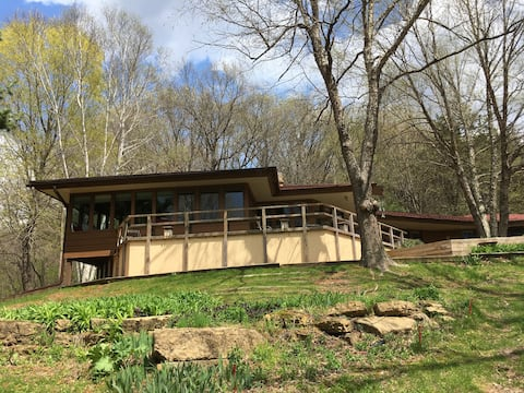 Hillside cabin near Taliesin and APT